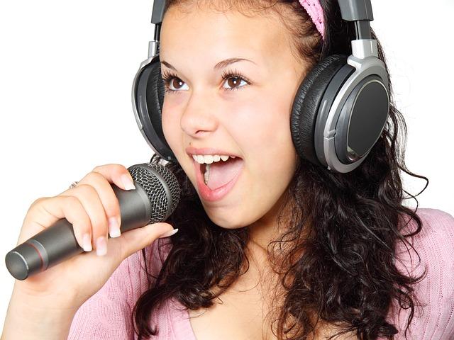 אוזניות לטלוויזיה לכבדי שמיעה - הפיתרון האולטימטיבי